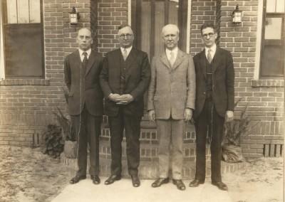 PDT Alumni visit FL-A House  1925 72